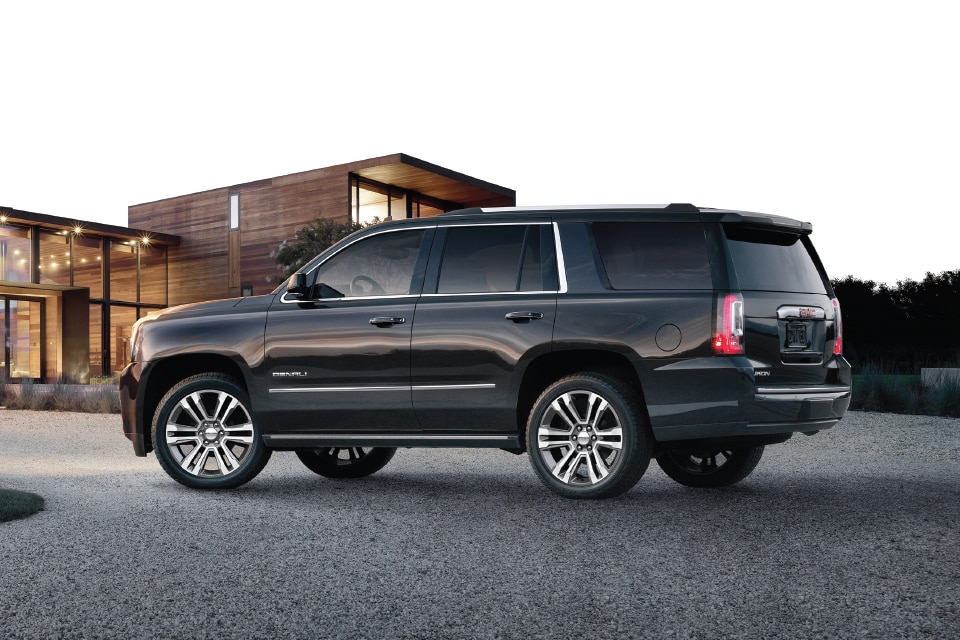 gmc yukon xl denali 2017 best full size luxury suv gmc uae. Black Bedroom Furniture Sets. Home Design Ideas